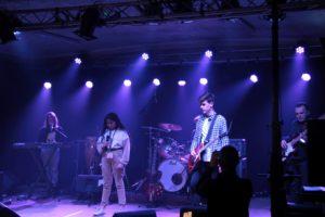 le groupe Razmoket sur scène composé de jeunes musiciens